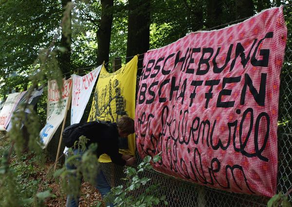 Demonstration gegen Abschiebehaft in Büren