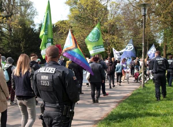 Demonstrationszug im Westpark